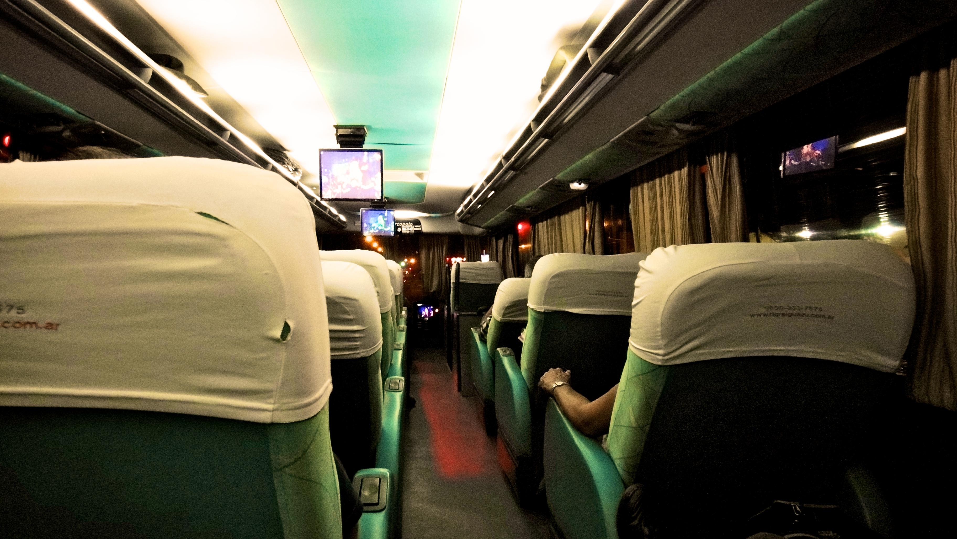A l 39 int rieur d 39 un bus cama en argentine for A l interieur de l avion