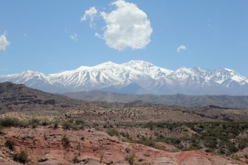 L'Aconcagua au loin sur la route en direction du Chili