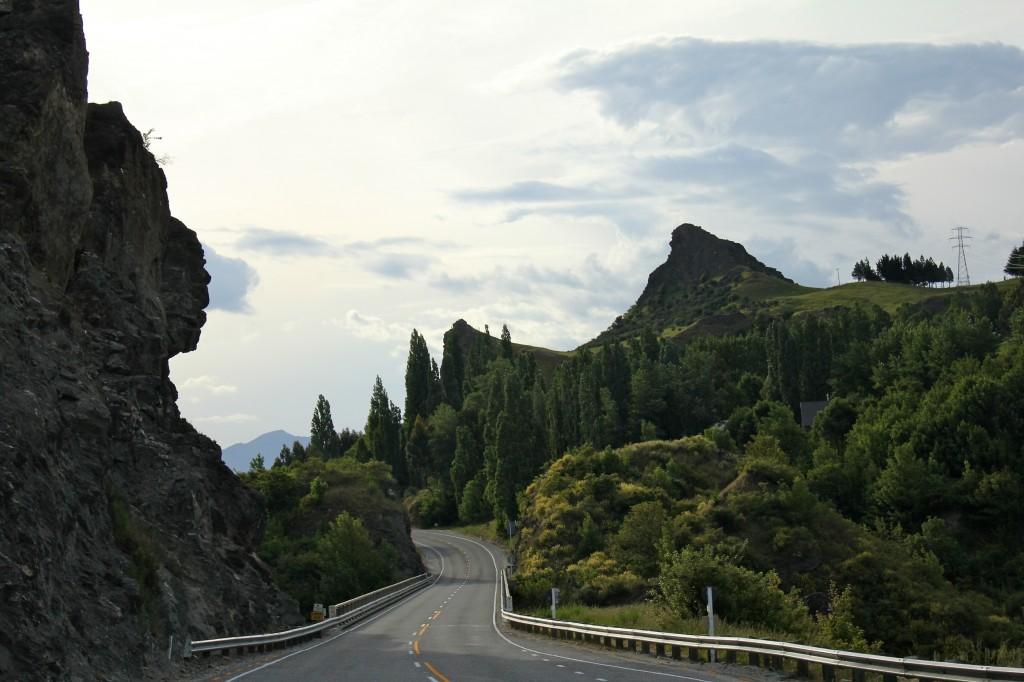 Route sinueuse en direction des Fiordlands dans l'île du sud