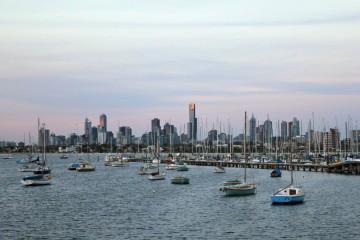 Vue du centre de Melbourne depuis la digue de St Kilda