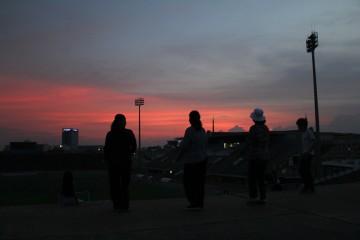 Coucher de soleil sur le stade olympique de Phnom Penh