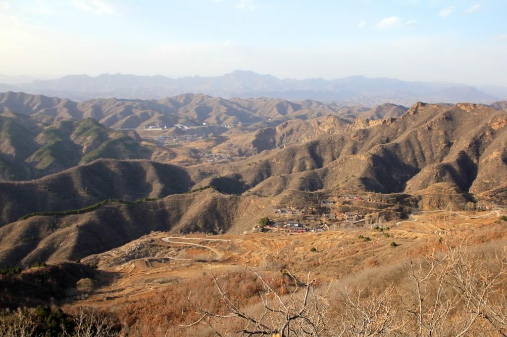 Montagnes depuis Simatai et village de Dongpo en contre-bas