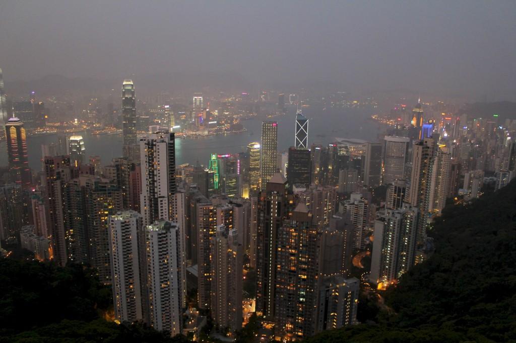 Hong Kong au crépuscule depuis le Victoria Peak