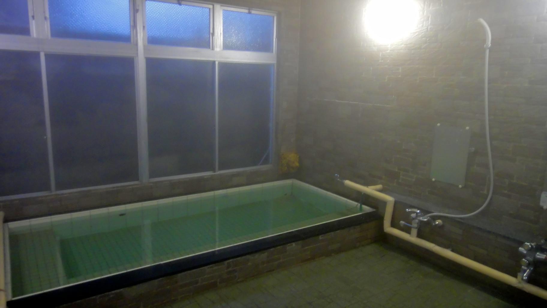 Salle de bain japonaise france for Bob hyeres carrelage
