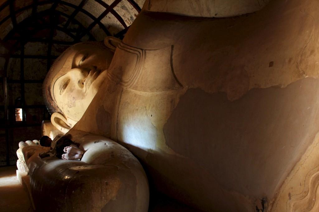 Bouddha couché près de la paya Shwesandaw