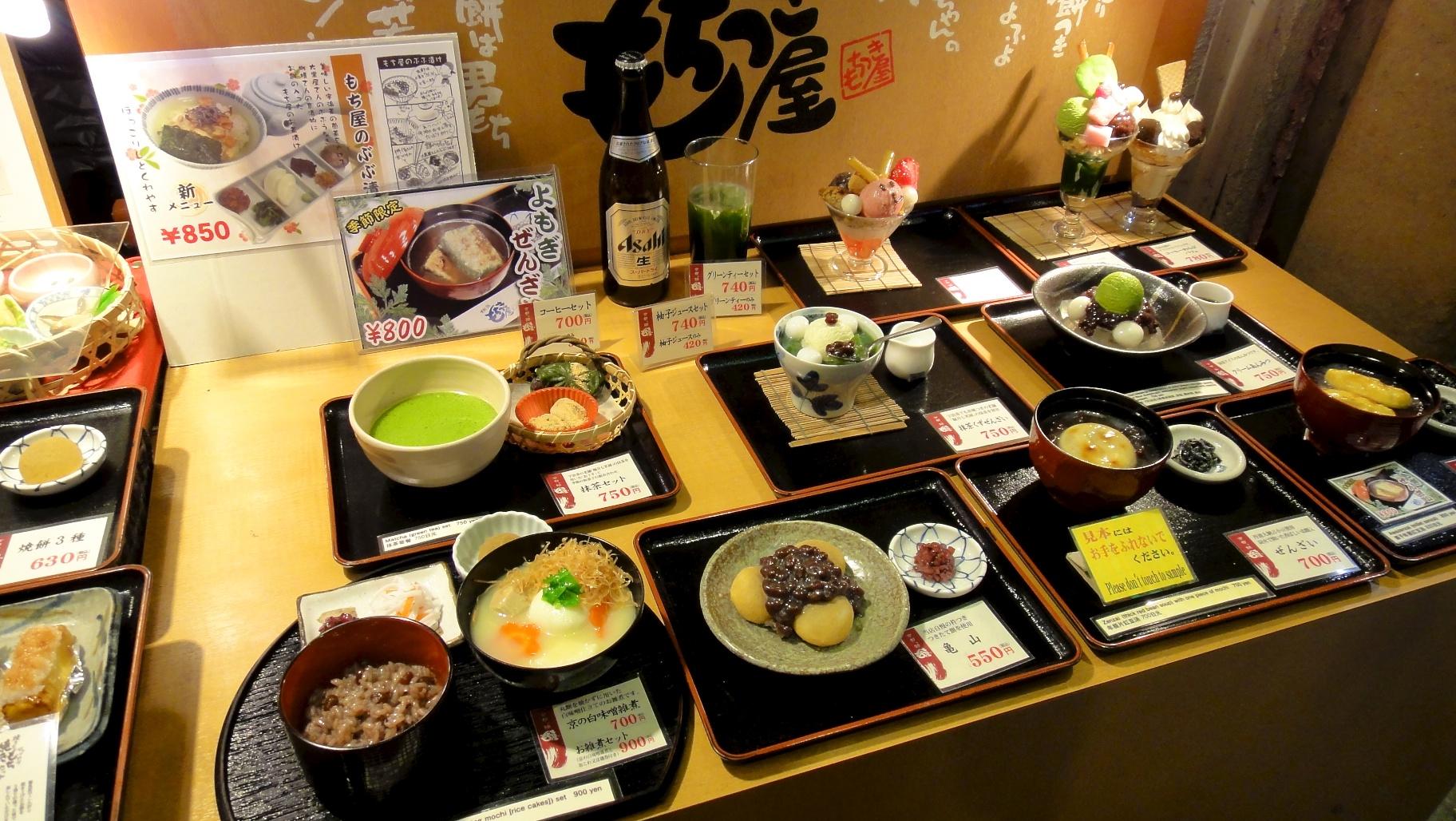 Vitrine d 39 un restaurant japonais avec ses reproductions en - Cuisine japonaise sante ...