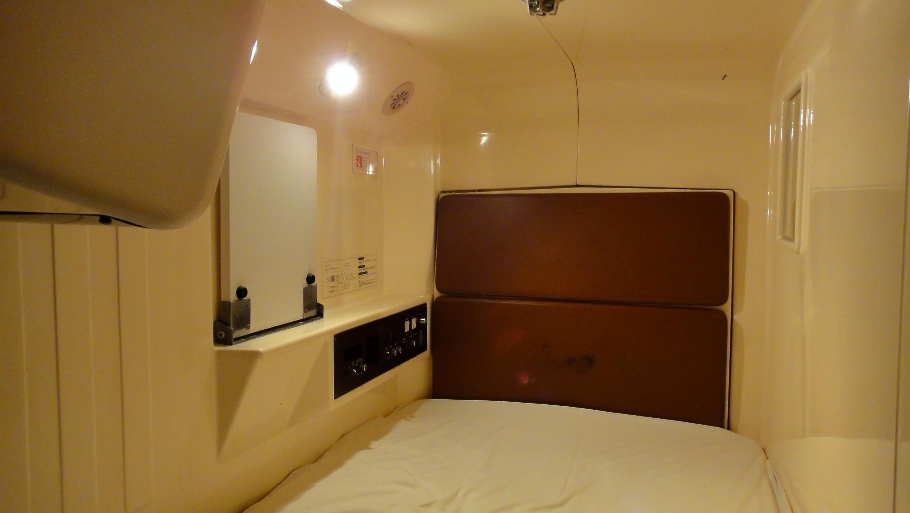 int rieur d 39 une capsule h tel osaka. Black Bedroom Furniture Sets. Home Design Ideas