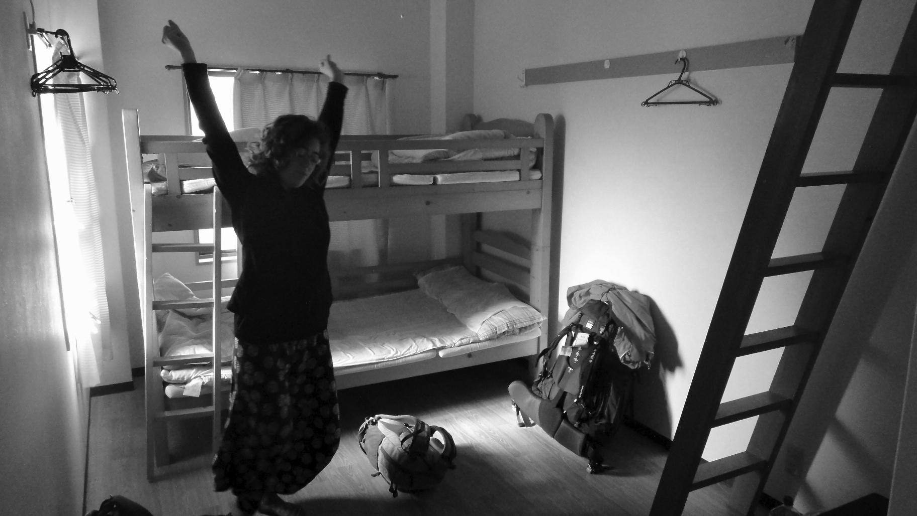 Etirements matinaux dans la chambre d 39 une auberge de for Chambre de la jeunesse