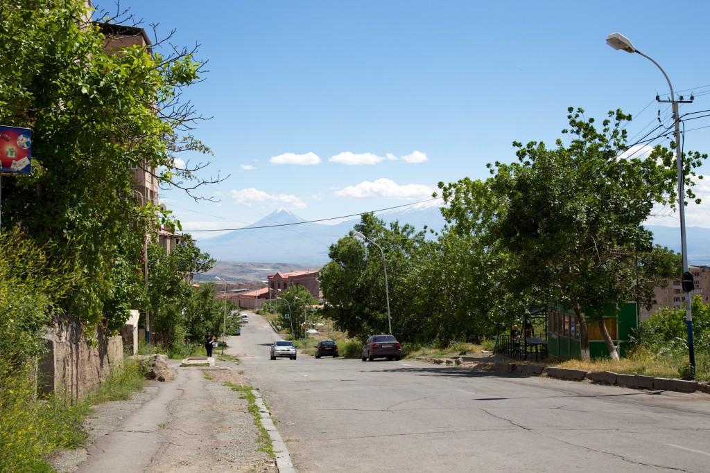 Mont Ararat vue depuis l'une des ruelles de Erevan