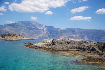 Sur les eaux turquoises de la côte turque près de Oludeniz